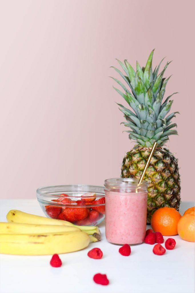 Frullato: ananas, fragole, banane, arancia e lamponi